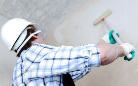 Как правильно нанести грунт на стены перед оклейкой обоями