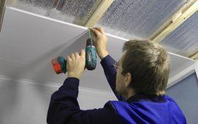 Преимущество использования пластиковых панелей для отделки потолка своими руками