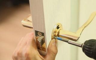 Особенности установки ручки для межкомнатных дверей