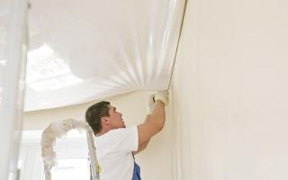 Клеим обои или натягиваем потолок — что надо делать в первую очередь