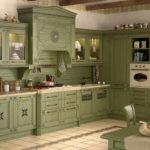 Классическая кухня зеленого цвета