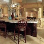Сочетание темных и светлых цветов в интерьере кухни