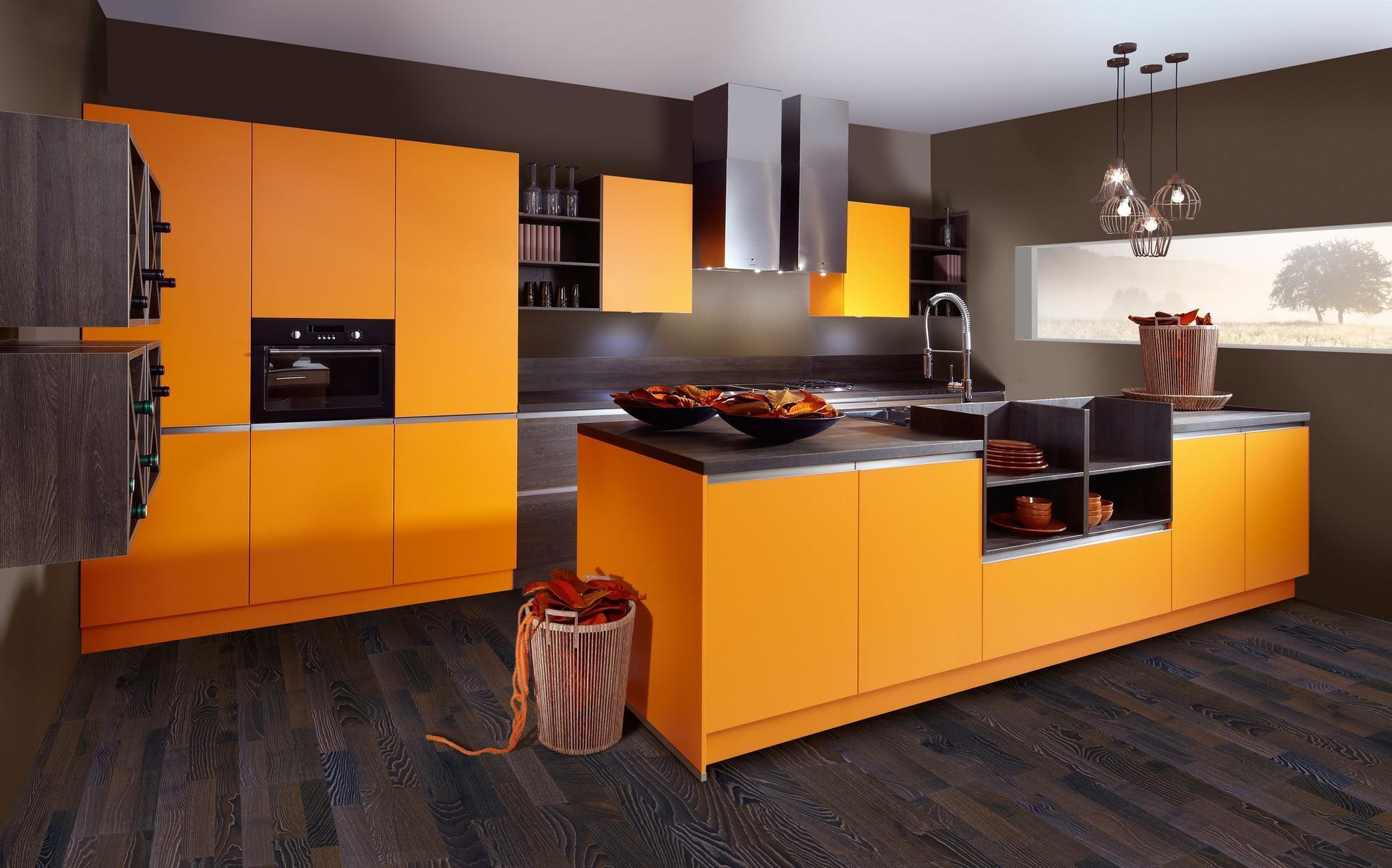 Современная кухня оранжевого цвета