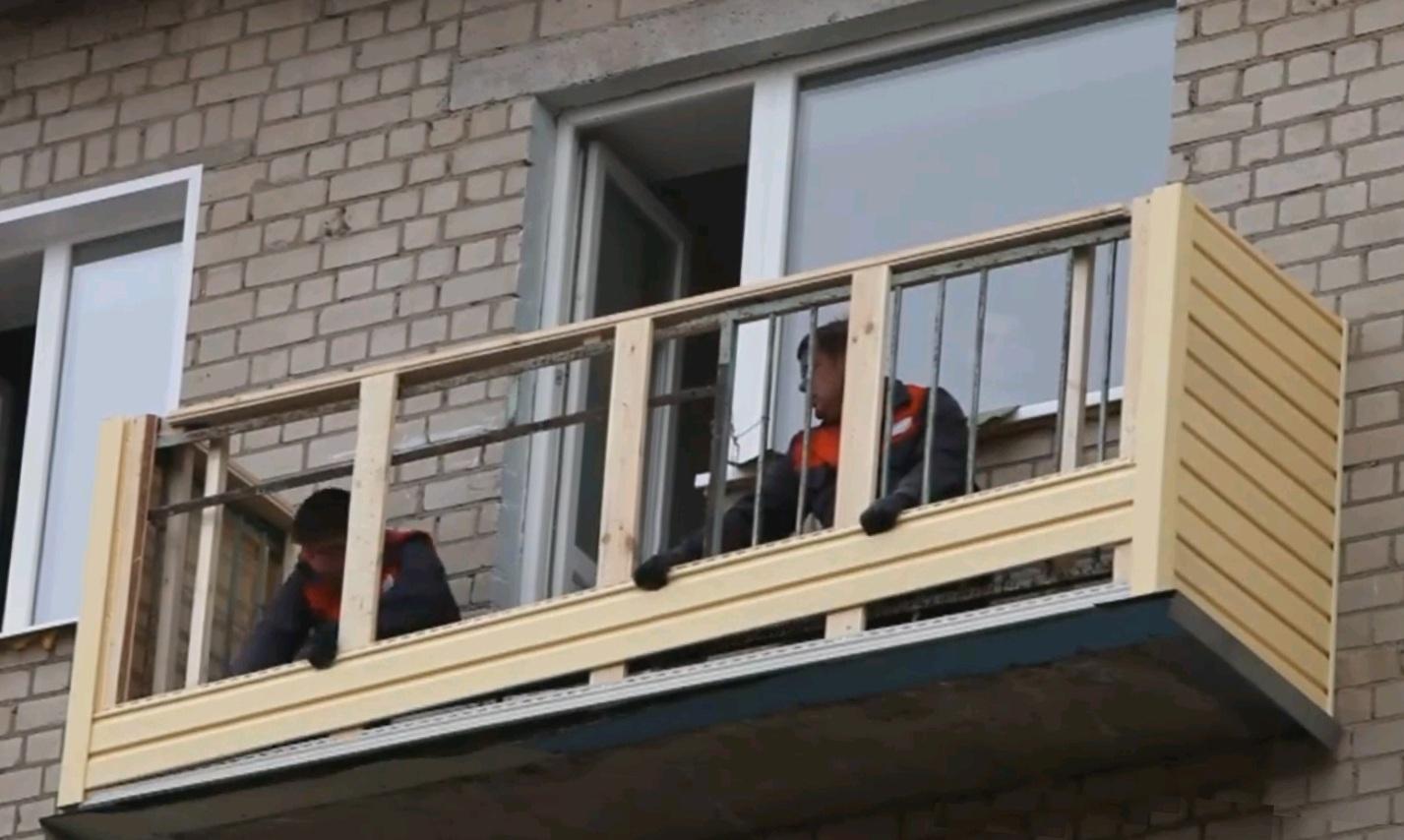 Установка сайдинга на балконе