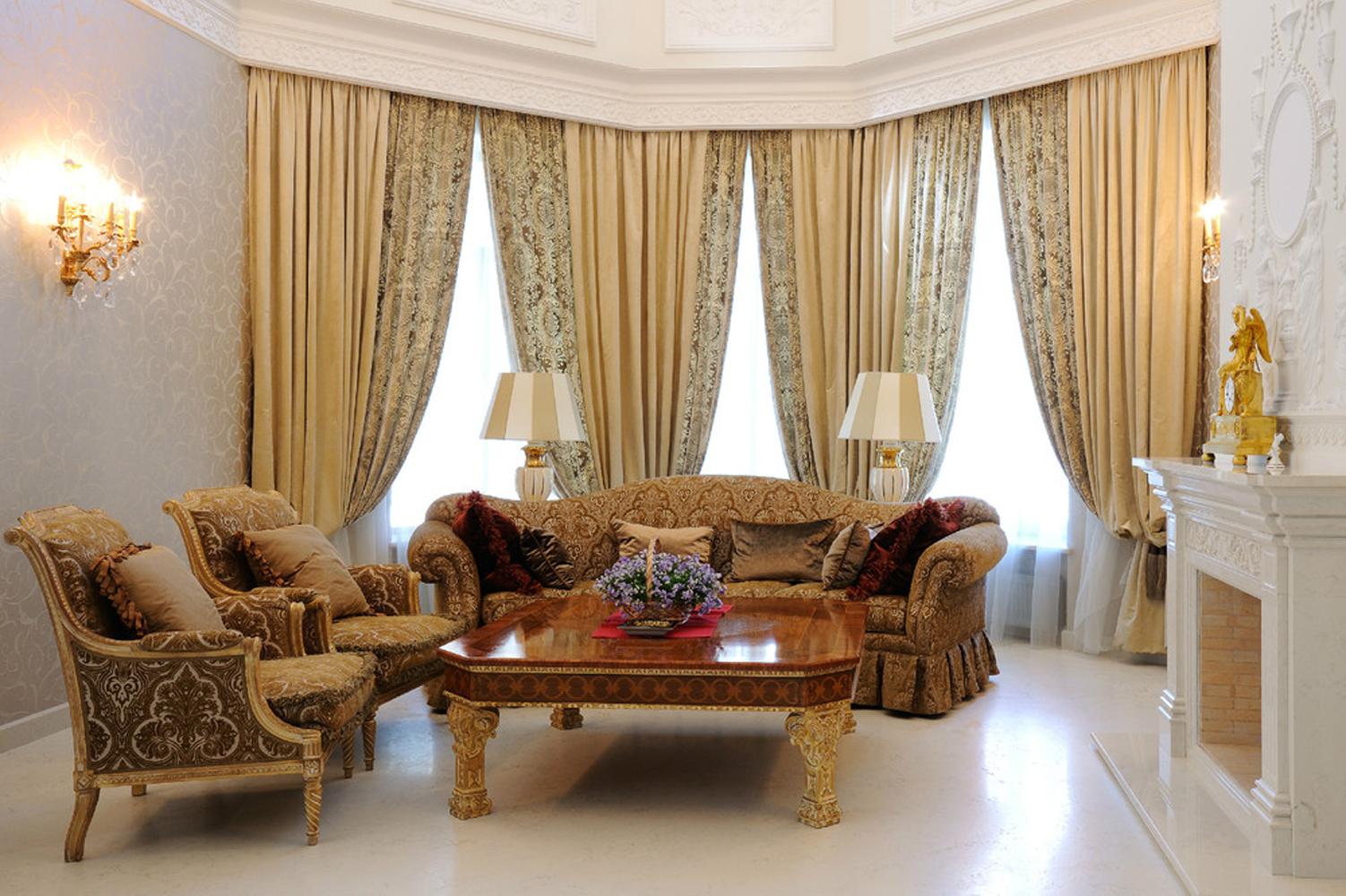 Классические шторы в гостинную