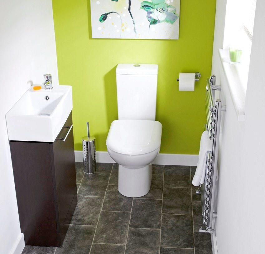 Крашеные стены туалета