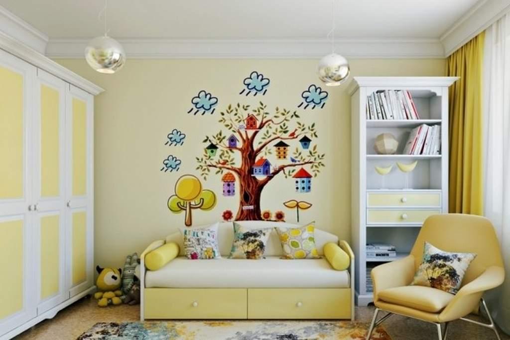Окрашенный потолок в детской