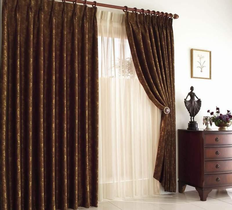 Шторы из плотной ткани в гостиной
