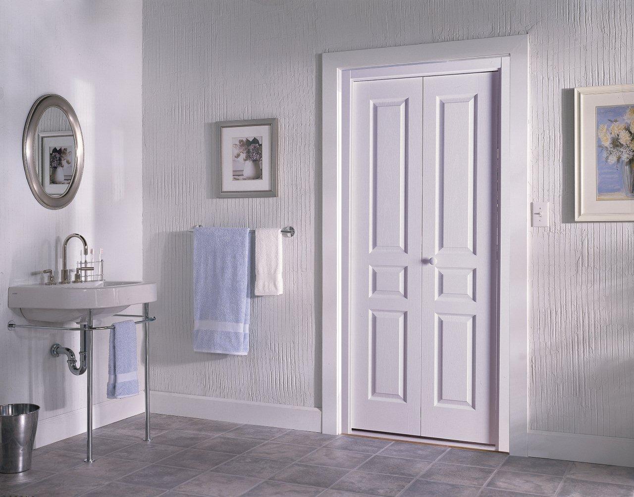 Деревянная дверь для ванной
