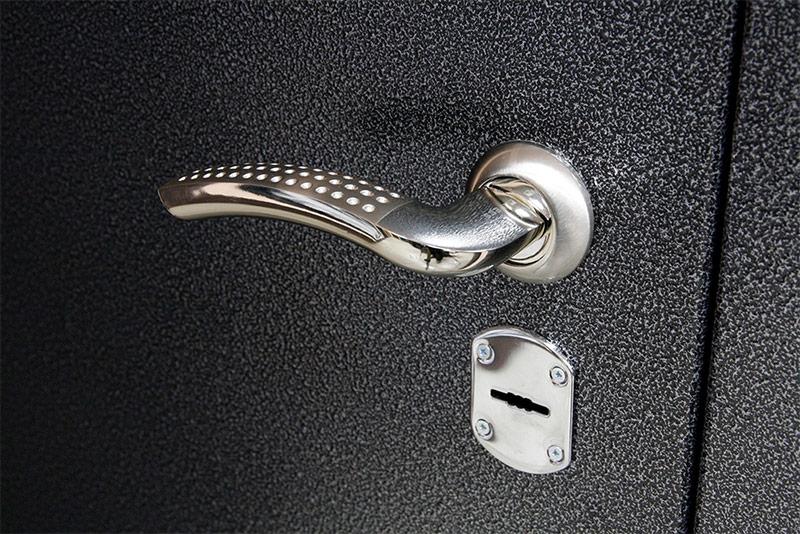 металлическая дверь цвета серебряный антик