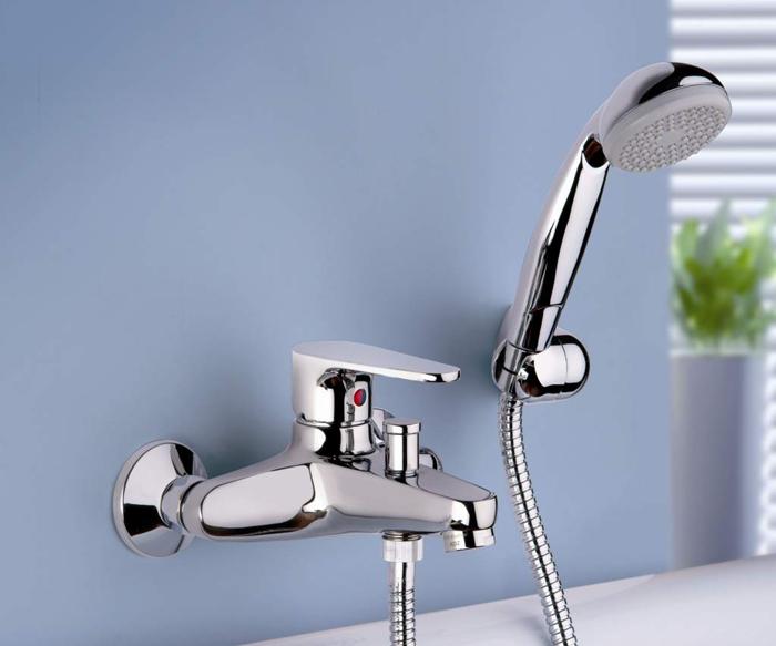 Однорычажный смеситель для ванной