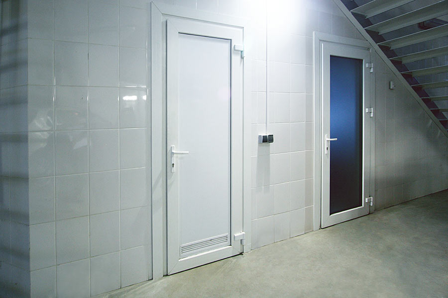 Пластиковые двери в ванную и туалет