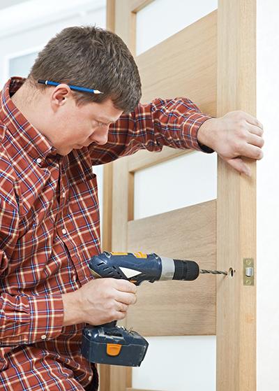 Как установить двери межкомнатные в квартире