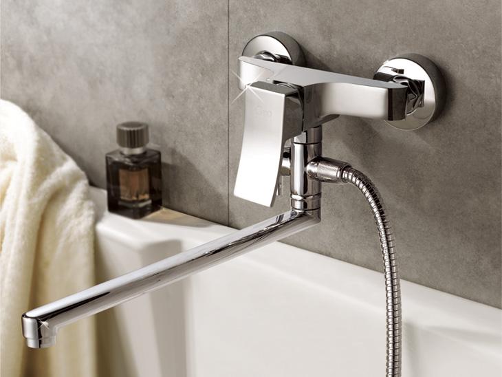 Рычажный смеситель в ванной