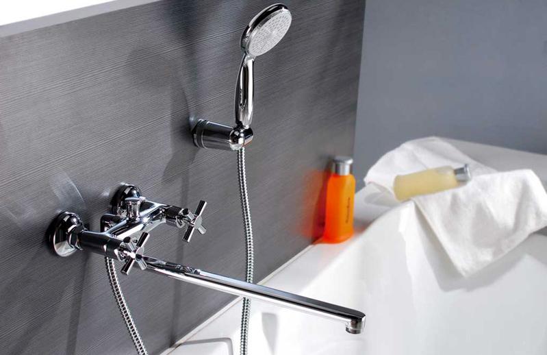 Вентильный смеситель в ванной