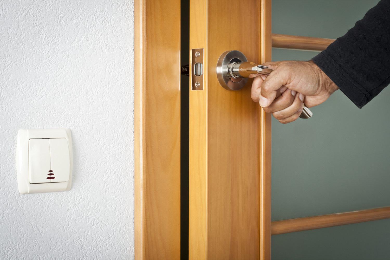 сон дверь входная полностью не закрывается этом сайте найдете