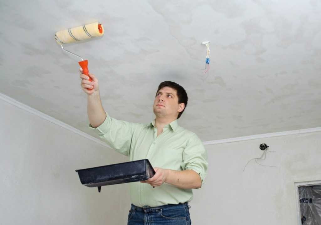 Грунтовка потолка перед шпаклевкой