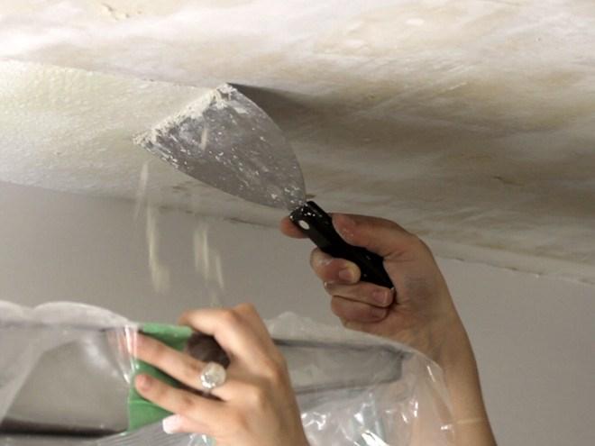 Очистка потолка от шпаклевки