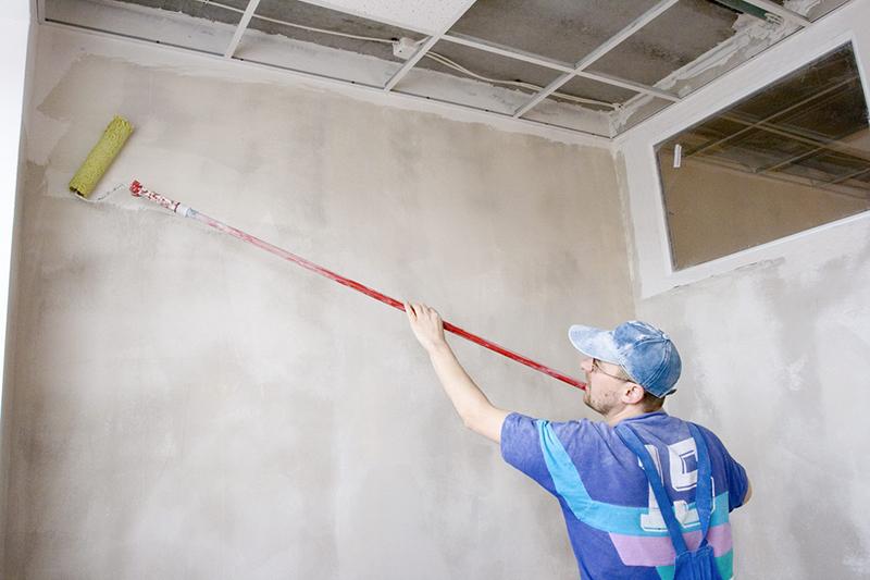 Грунтовка стен перед шпаклевкой