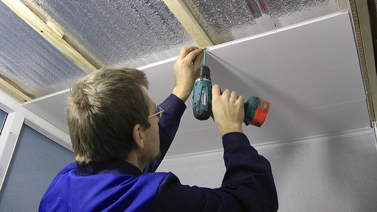 Крепление пластика на потолок