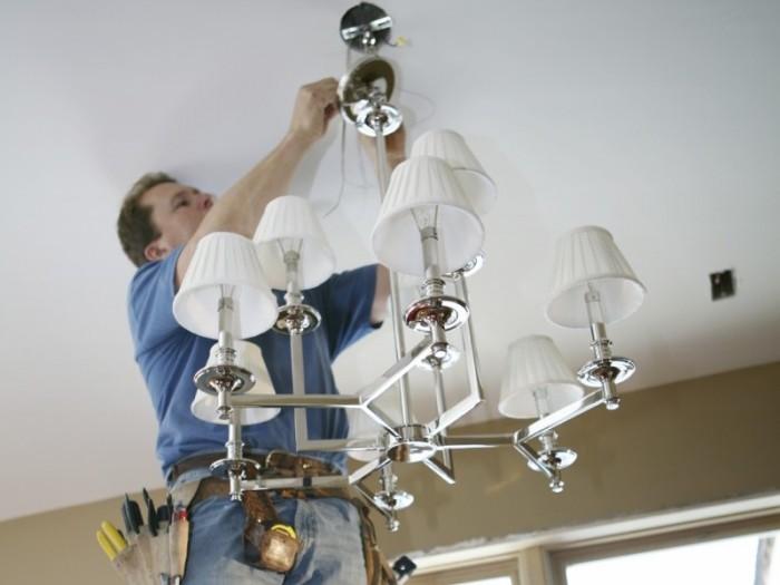 Крепление люстры на потолок