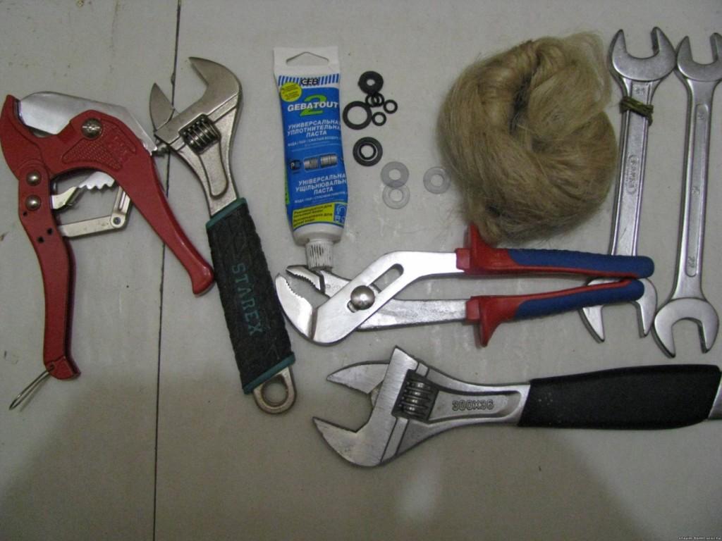 Инструменты для установки водомера