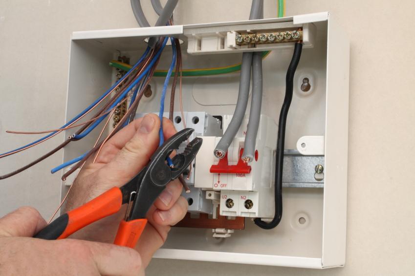 Автоматический выключатель дифференциального тока и узо отличие