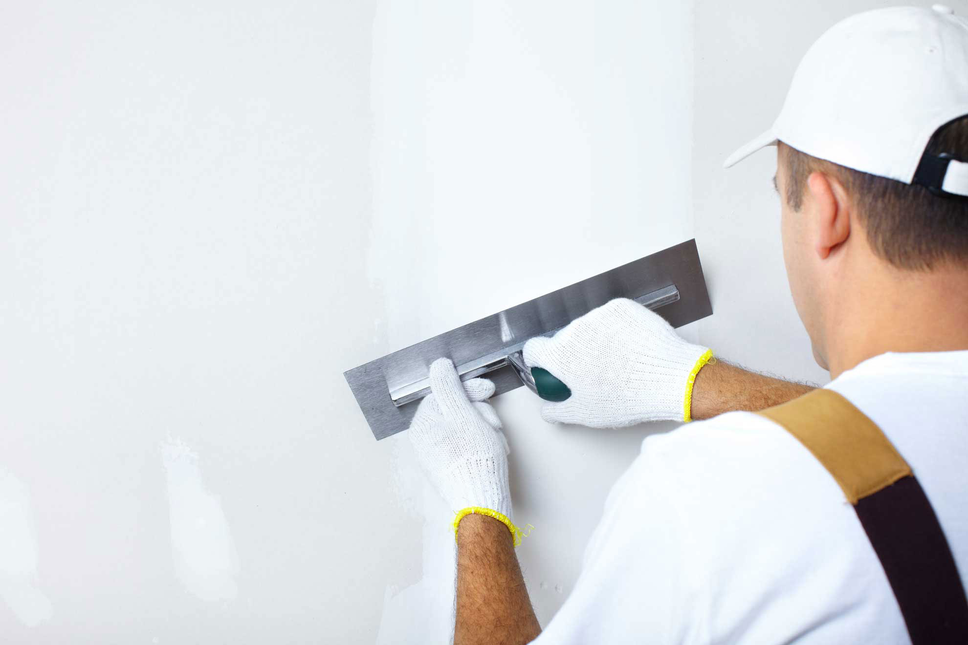 Подготовка бетонных стен под обои