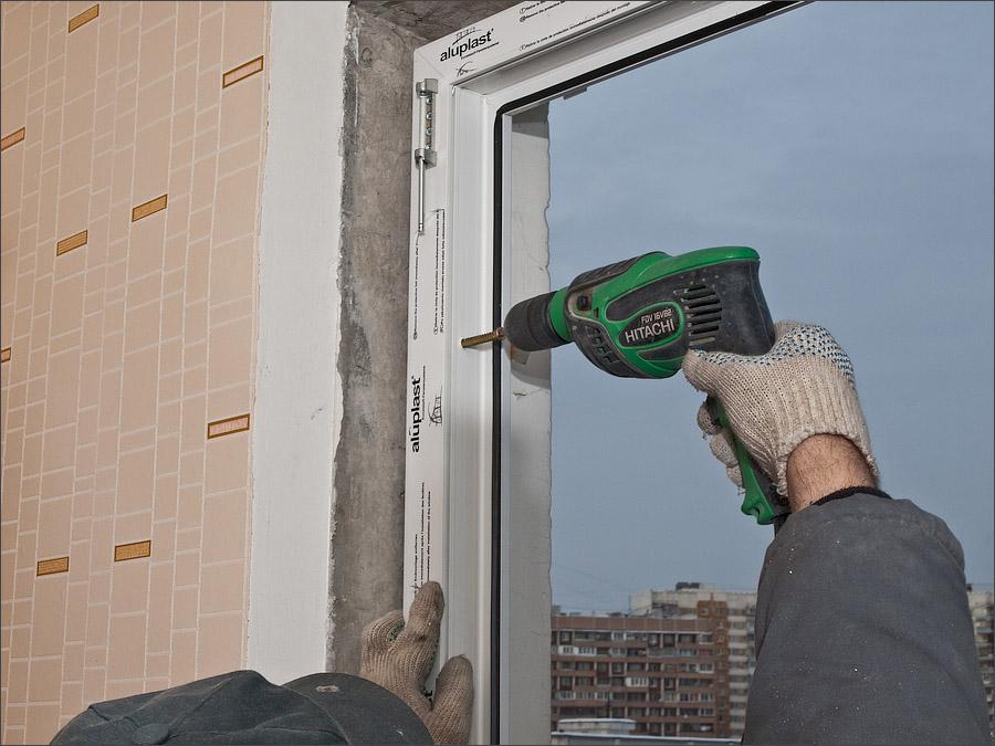 Крепление пластикового окна анкерами