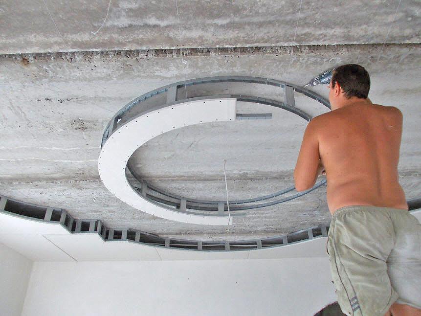 Монтаж сложного потолка из гипсокартона