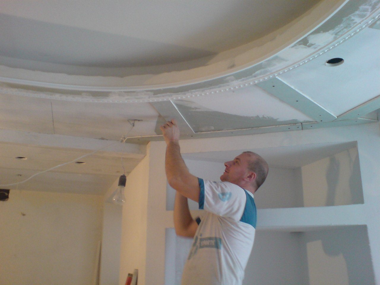 Отделка подвесного потолка