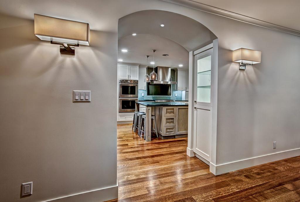 Арка из коридора в кухню