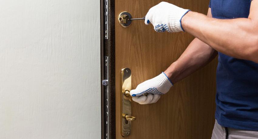 Методика установки замка в металлической двери
