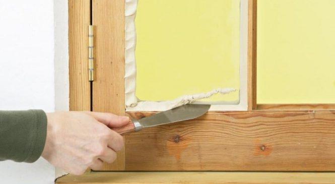 Утепление деревянных окон  газетами