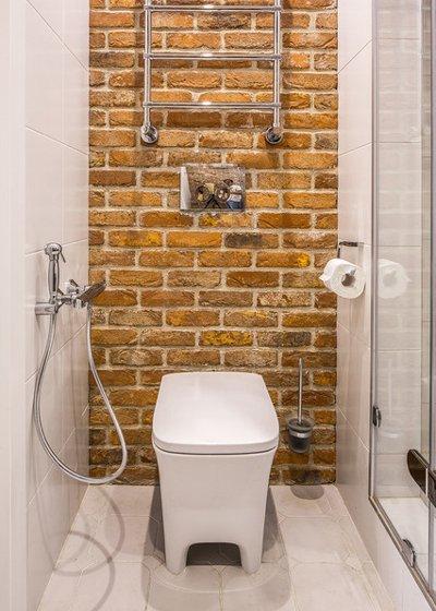 Камень в отделке туалета