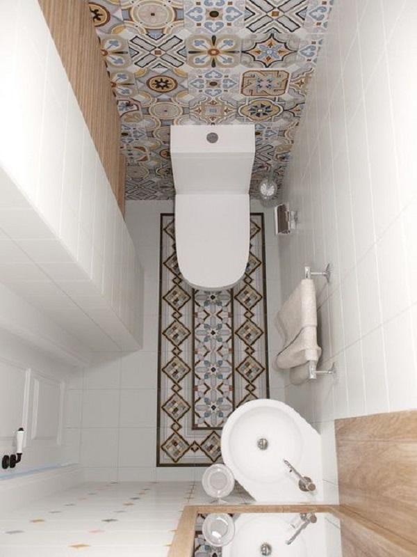 Мозаика в маленьком туалете