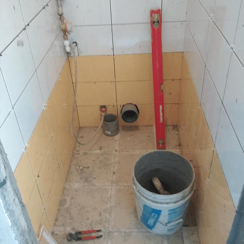 Проведение ремонта в маленьком туалете