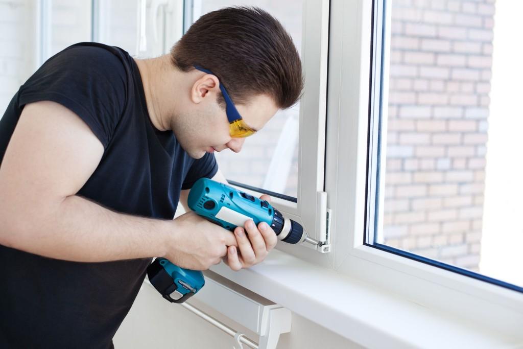 Подготовительные работы для замены уплотнителя на окнах