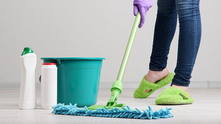 Как отмыть пол после ремонта в комнате