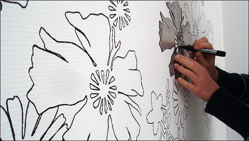 Рисование на стене по трафарету