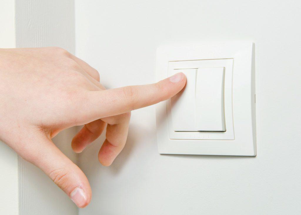 Использование проходного выключателя в квартире